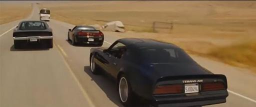 最后,尾首呼应,出现3辆车包绕一辆车的局面