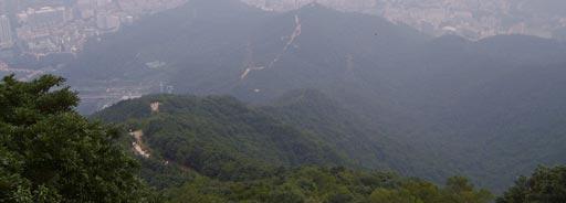 梧桐山·半山腰的向下看的山路